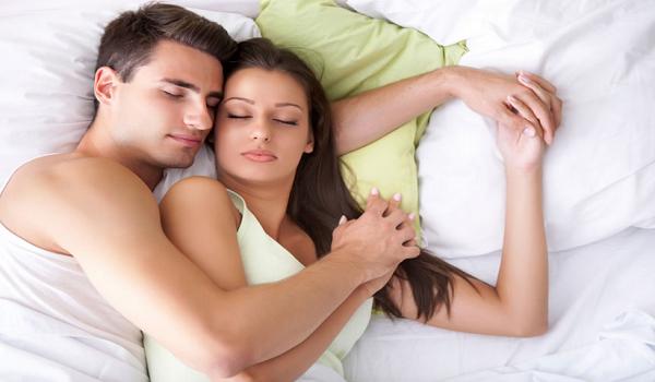 Suami Istri Tidur